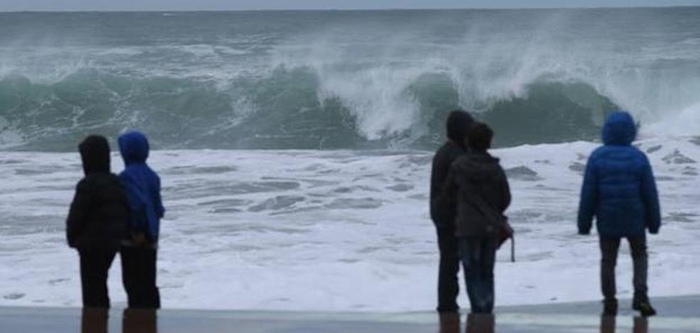 Un fin de semana con aviso amarillo por riesgo marítimo costero y nieve en el interior