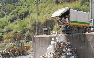 El envío de la basura a Bizkaia repetiría la misma solución de urgencia de 2008