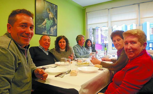 Los vecinos de San Ignacio festejan el medio siglo del barrio