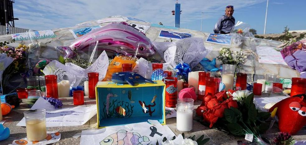 Almería quiere convertir su monumento a la ballena en un memorial a Gabriel