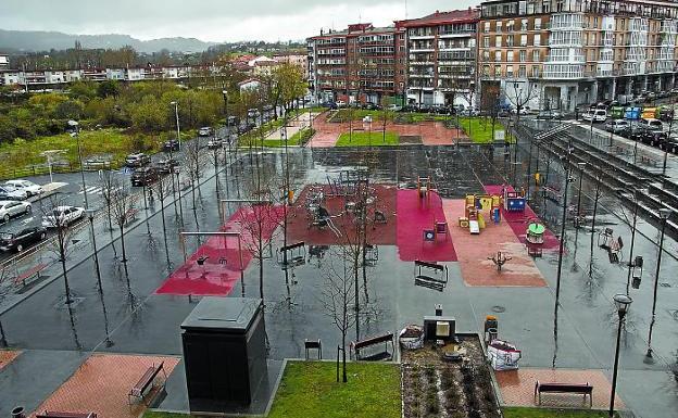 Protegida. Zona de juegos infantiles del parque Julián Sánchez, en el barrio de San Miguel. / F. DE LA HERA