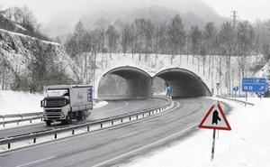 Normalidad en las carreteras tras una mañana complicada por la nieve
