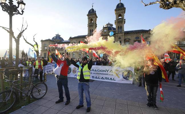 Guardias civiles y policías celebran una protesta «histórica» en San Sebastián