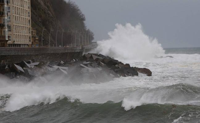 La ciclogénesis 'Hugo' trae viento, oleaje y lluvias generalizadas para este fin de semana