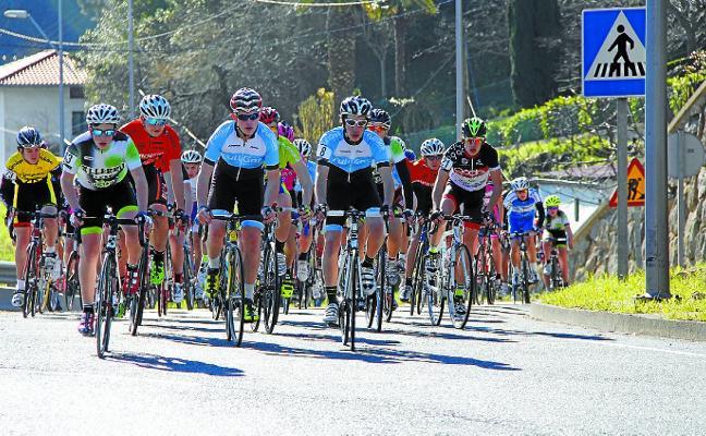 Los cadetes darán inicio mañana a la temporada de carreras ciclistas de Deba