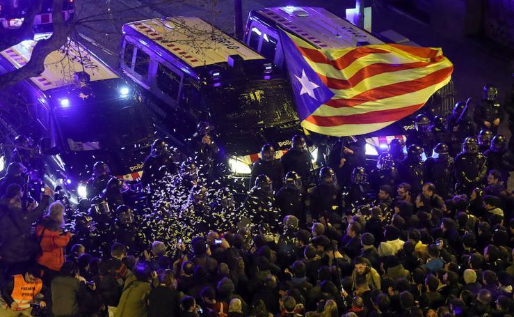 24 heridos leves en la movilización de Barcelona en protesta por las encarcelaciones de políticos