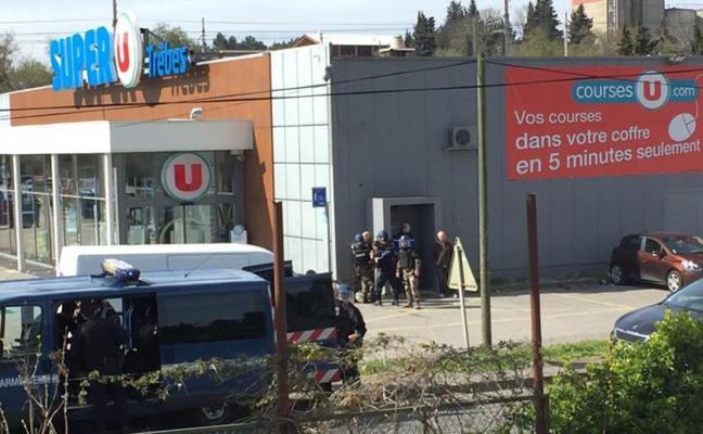 Un terrorista mata a tres personas y hiere a otras 16 en un recorrido provocando el terror