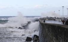 Olas gigantes, lluvia y viento huracanado: 'Hugo' mostrará su fuerza esta tarde