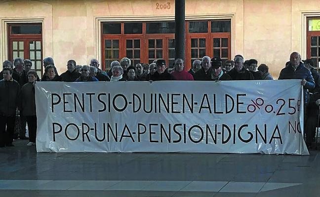 Unos 300 jubilados y pensionistas se reunieron en la última concentración