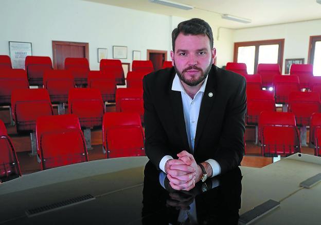 Jokin Babaze en el auditorio de la sede de la Sociedad Coro Ametsa, en la plaza Istillaga./F. DE LA HERA