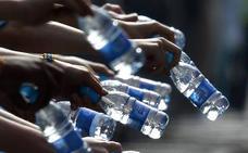 Botellas de agua, siempre a un euro en los aeropuertos