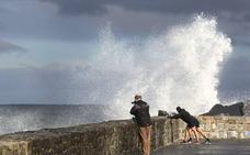 Se prolonga hasta el domingo el aviso amarillo por impacto de olas en la costa
