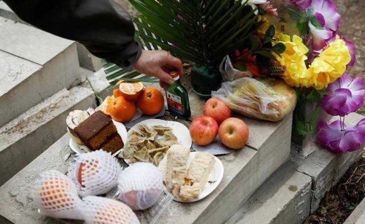 China celebra el Día de los muertos
