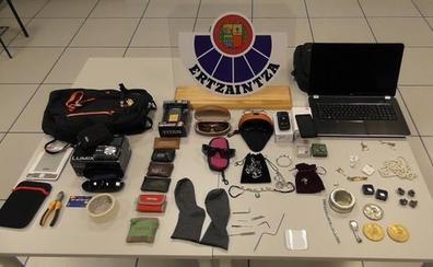 Desmantelada una banda itinerante que robaba en pisos y locales de Gipuzkoa