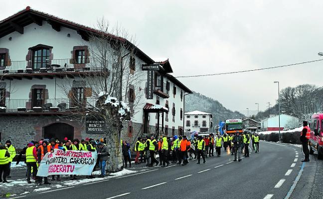 Convocan nuevas movilizaciones en contra del paso de camiones por Belate