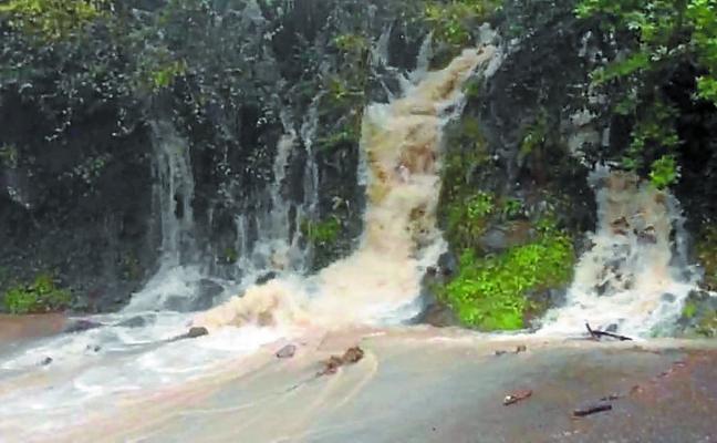 Las intensas lluvias originan varios desprendimientos