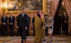 Felipe VI y el príncipe saudí examinan en Zarzuela la cooperación bilateral