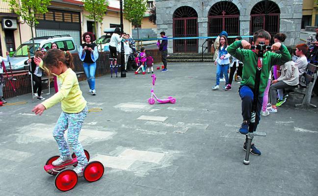 Los pequeños artistas circenses ambientaron San Juan plaza