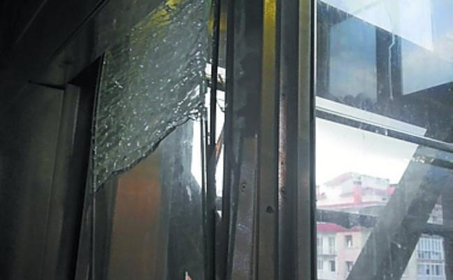 El ascensor de Egia vuelve a estar inoperativo por la acción de un gamberro