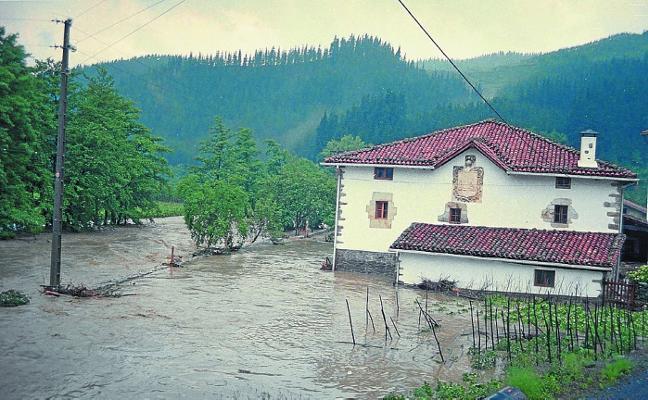 Crecida del río Oñati y desbordamiento en junio de 1992