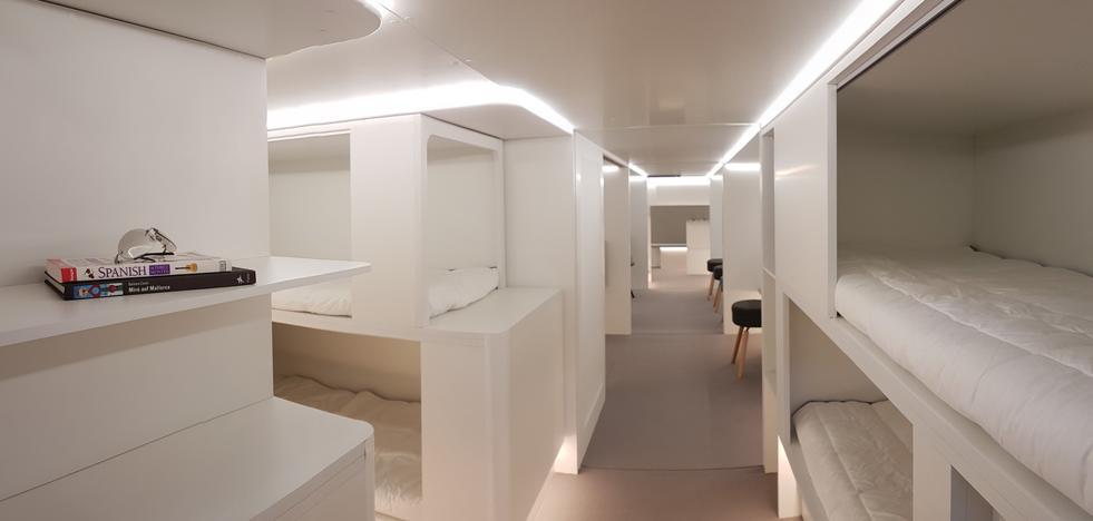 La bodega de los aviones convertidas en literas para pasajeros