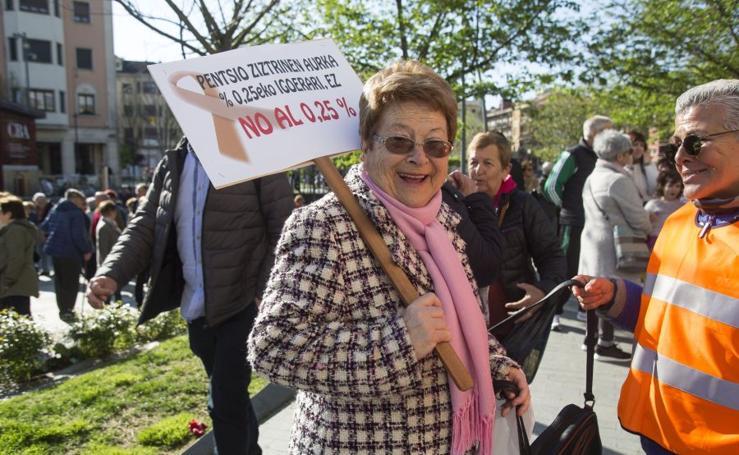 Los pensionistas toman el centro de Irun