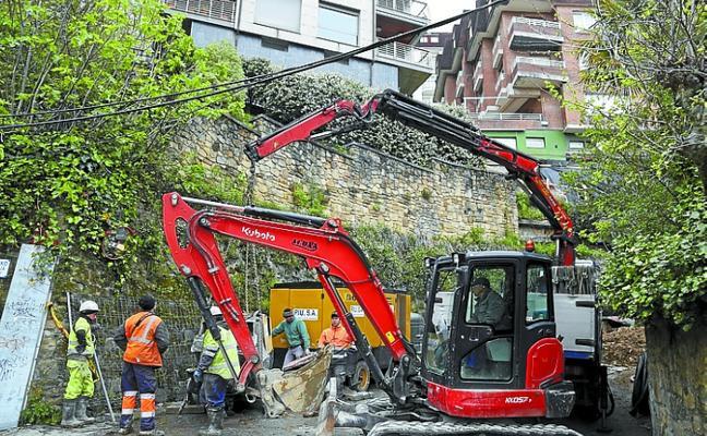 El paseo del Faro sigue bloqueado cinco semanas después del corrimiento de tierras