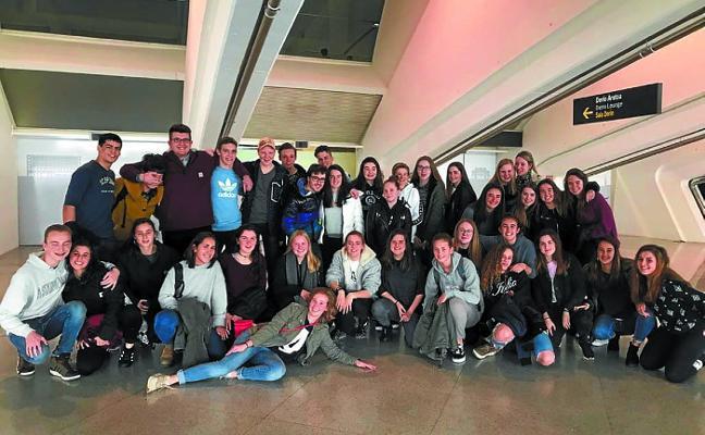 Alumnos de bachillerato de Holanda visitan estos días la bahía de Pasaia