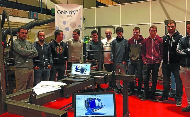 Alumnos de Goierri Eskola construyen un coche eléctrico para Euskelec