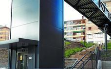 El PSE-EE valora las mejoras que ofrecerá el nuevo ascensor en la accesibilidad de Hegialde