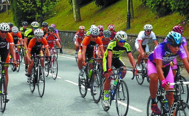 Mayo ciclista en las carreteras de la comarca con varias pruebas