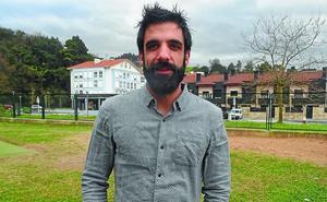 Joseba del Olmo, Orion bizi den futbolari profesional ohia: «Oriok denetik du eta semeak hazteko leku aproposa da»