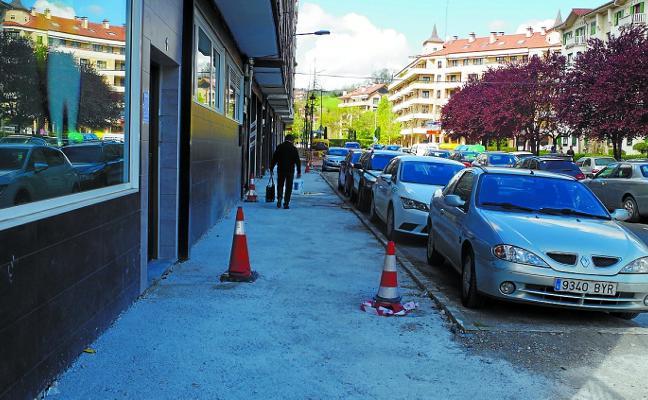El plan de renovación de aceras llega a la calle Navarro de Larreategi
