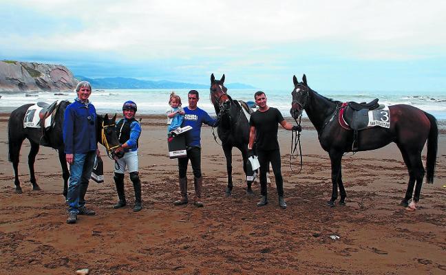 Emocionante carrera de caballos en Itzurun