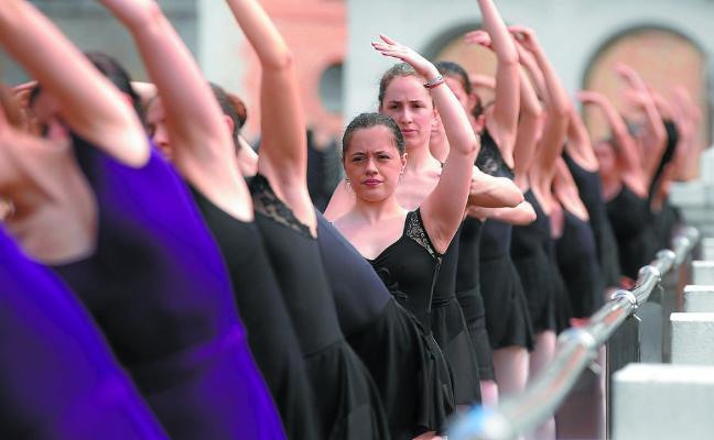 Soleada barandilla de ballet sobre el río Oria