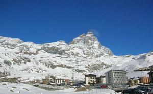 Buscaba su hotel y escaló borracho una cima de los Alpes