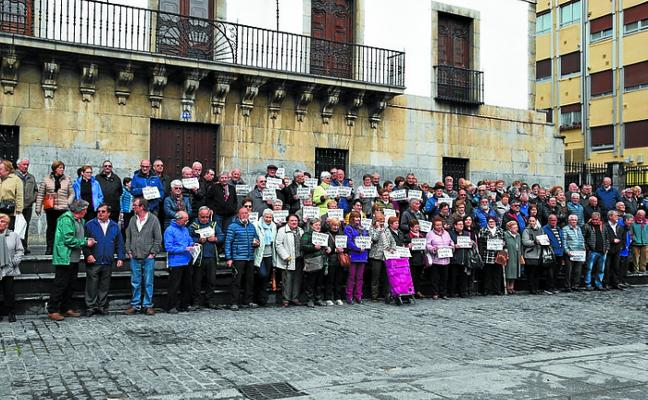 Numerosa asistencia a la concentración en defensa de unas pensiones dignas