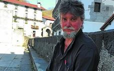 Patziku Perurena idazlearen azken ikerlana salgai dago Manuel Larramendi Bazkunan