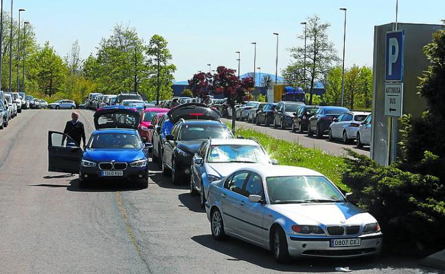Segundo día de colapso en el parking de Loiu