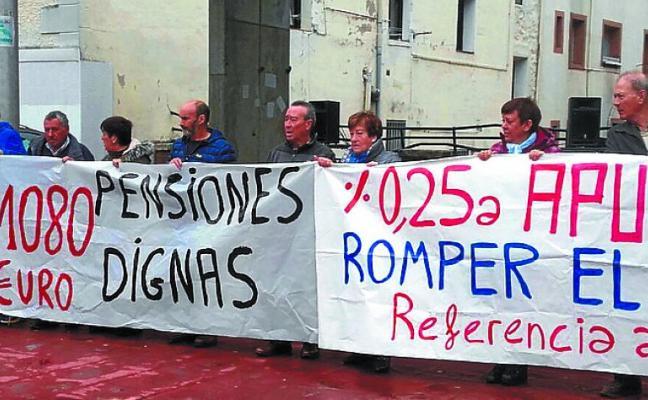 Más de 300 personas secundan la octava protesa de los pensionistas