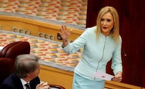 El juez admite la querella de Cifuentes contra dos periodistas