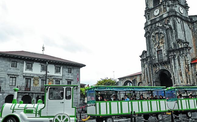 Un tren turístico para txarangas y vecinos