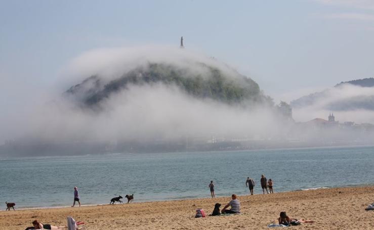 La niebla hace desaparecer Gipuzkoa
