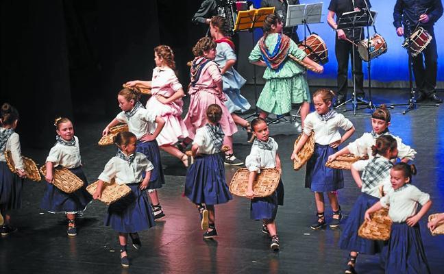Urki Dantza Taldea festeja mañana en Bastero su 30 aniversario