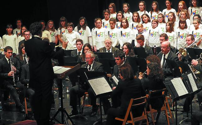 La Banda y la escuela de música protagonizan 'Koloretako munstroa'