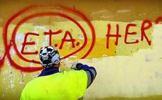 La declaración de ETA está inspirada en un pronunciamiento del IRA de julio de 2002