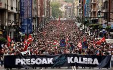 Miles de personas piden el fin del primer grado para los presos de ETA