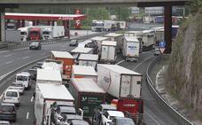 Finalizan las retenciones en la AP-8 en Irun tras el colapso por una protesta de los ferroviarios franceses