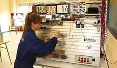 Educación quiere duplicar en dos años las alumnas en la Formación Profesional industrial