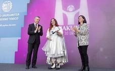La maestra clown y cuentacuentos Virginia Imaz recibe el Premio Emakunde a la Igualdad